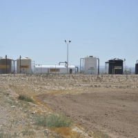 Solution storage tanks